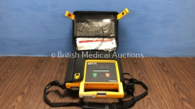 Lifepak 500 Biphasic Automated External Defibrillator in Carry Case with Battery *Mfd 2002* (Powers Up)